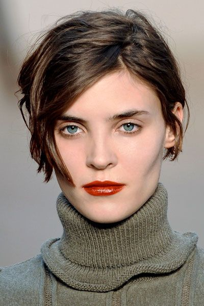 Stylish cut! Might very well be my next do :-)10 idées de cheveux courts pour l'automne-hiver 2012-2013: Pringle of Scotland.