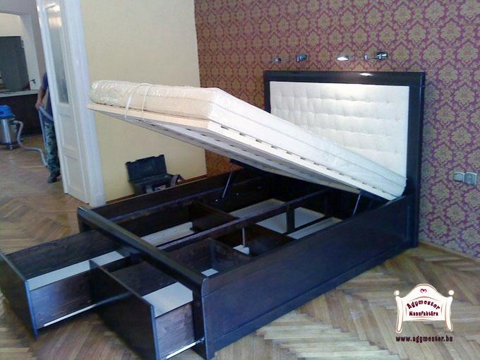 Párnázott fejvégű egyedi tölgyfa ágy