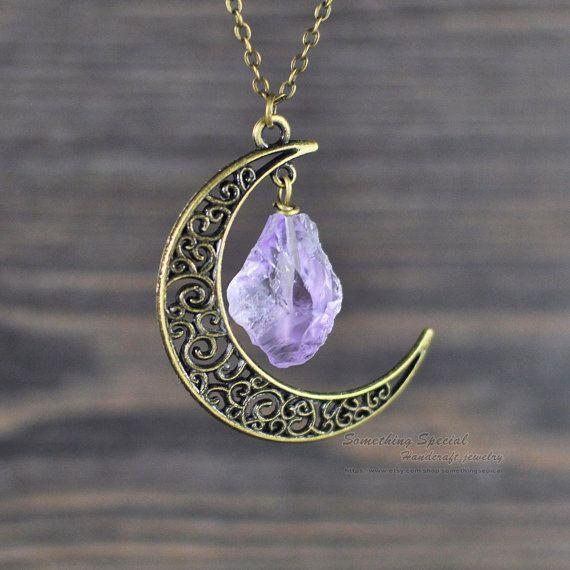 Lune collier Antique bronze croissant de lune améthyste collier demi-lune rugueux améthyste collier Bijoux en cristal guérison brute cristal gemme
