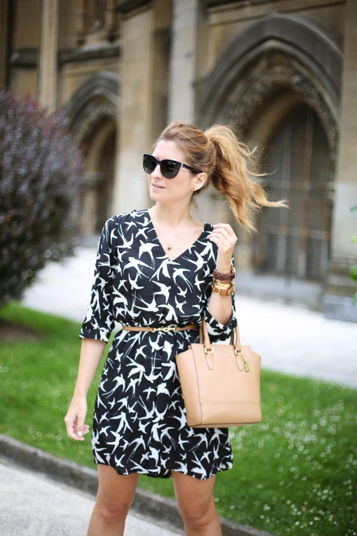 Casual Look. Look con vestido de pájaros. A trendy life. #casual #trendy #chic #birds #lucluc #coach #danielwellington #vogueeyewear #suiteblanco #outfit #fashionblogger #atrendylife www.atrendylifestyle.com