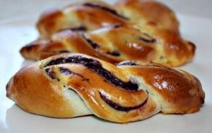 Сдобные косички с ягодной начинкой - (Russian) - Cooking muffins pigtails with raspberry filling