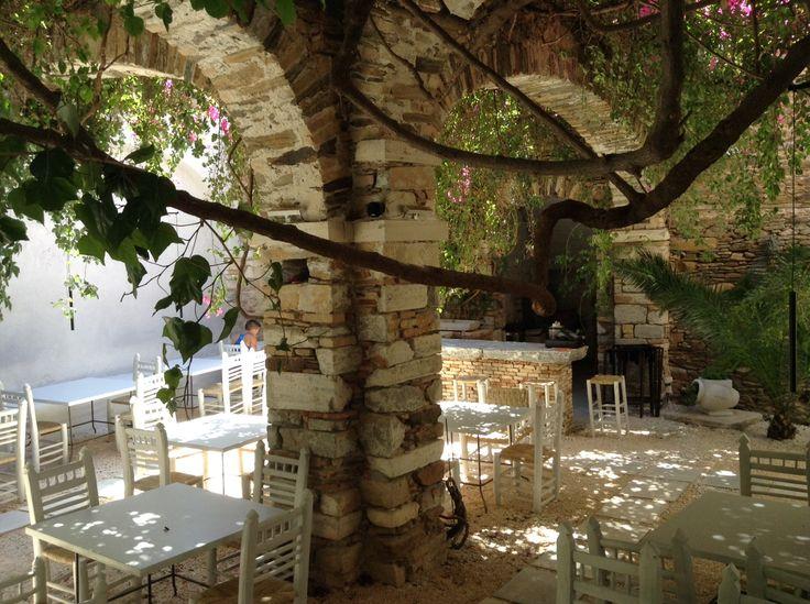 Meze Mazi 2, Leotsakou str.  Hermoupolis Syros