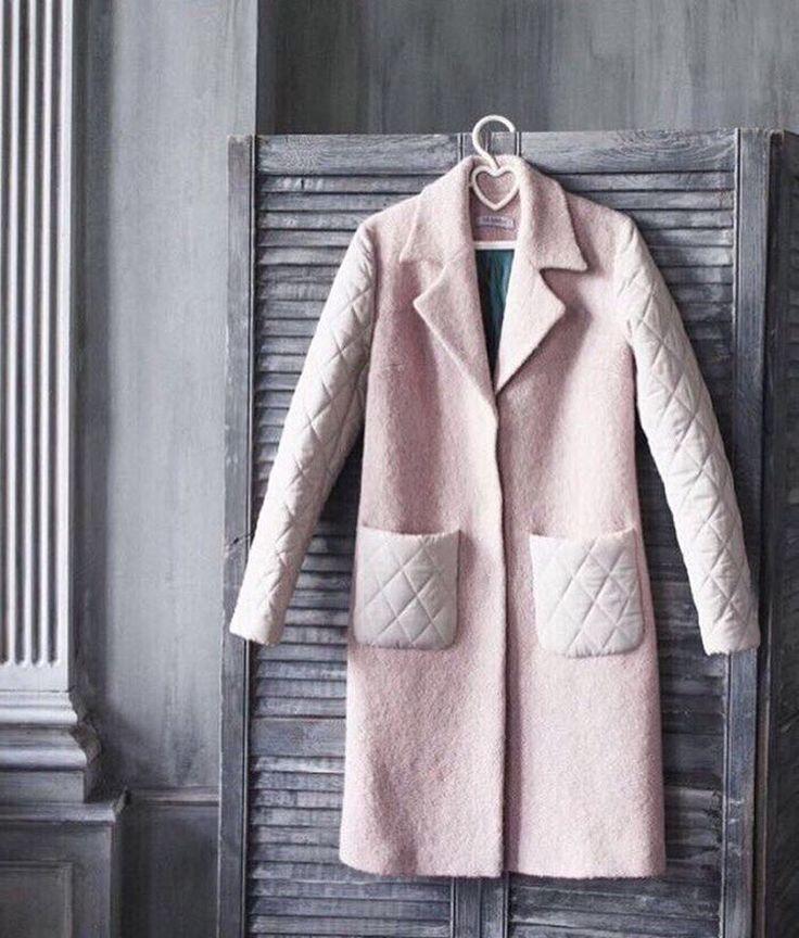 Срочно!!! Ищем настоящую принцессу для этого нереального пальто со стёгаными рукавами (16000₽, S). Можно померить в шоуруме: Б.Новодмитровская 36/2, WhatsApp для заказа: +79015172389. Девочки, если вы ищете другое пальто, напишите нам в Директ - обязательно найдём вашу мечту!