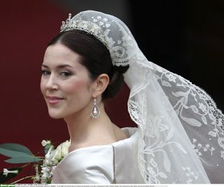 Mary wore a new diamond tiara - a gift from queen Margrethe and prince Henrik. Her new diamond and South Sea pearl earrings were made by Marianne Dulong.