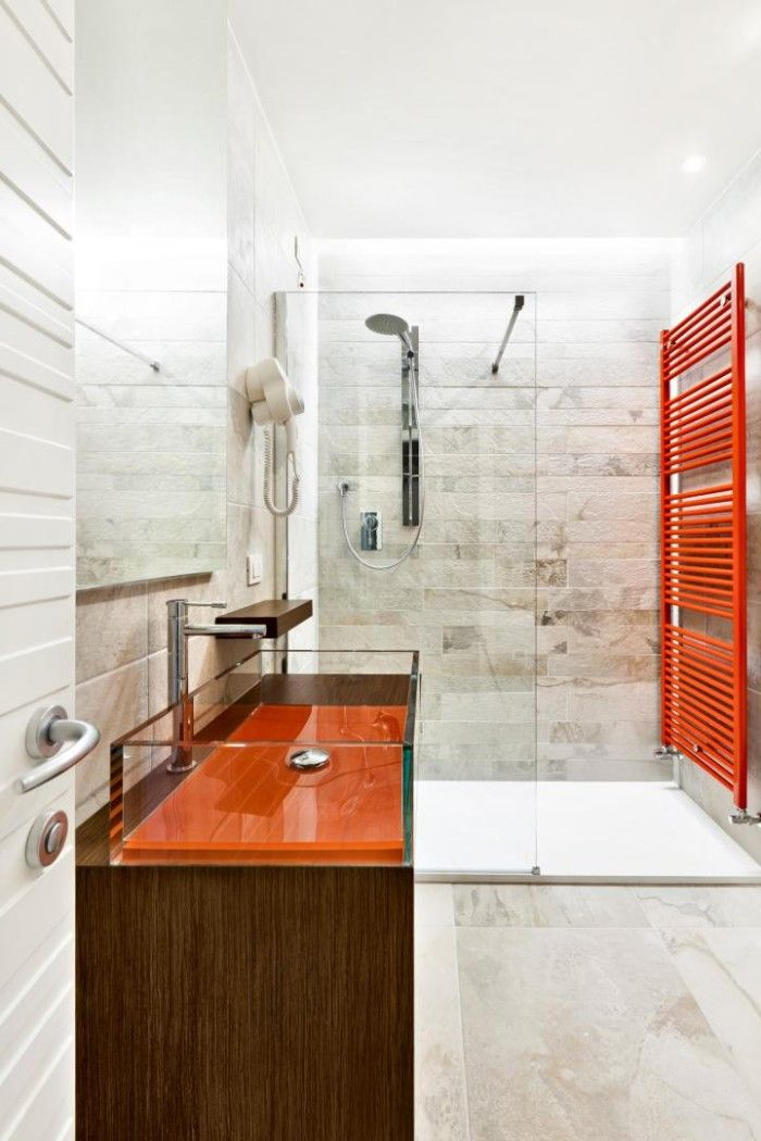 23 best interieur bad douche images on pinterest for Red bathroom tiles design