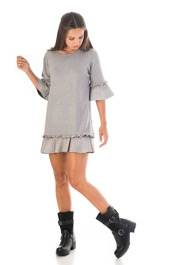 Mini knitted dress with suede sleeves. Frilled sleeve and hem details. 35% Viscose. 30% Polyamid. 25% Modal. 10% Elastane. https://www.modaboom.com/mini-forema-me-suede-manikia-gkri.html