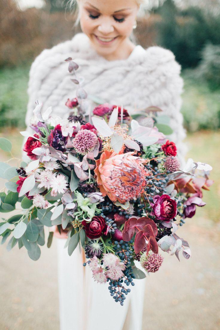 Such a beautiful winter bridal bouquet - photo by OctaviaplusKlaus