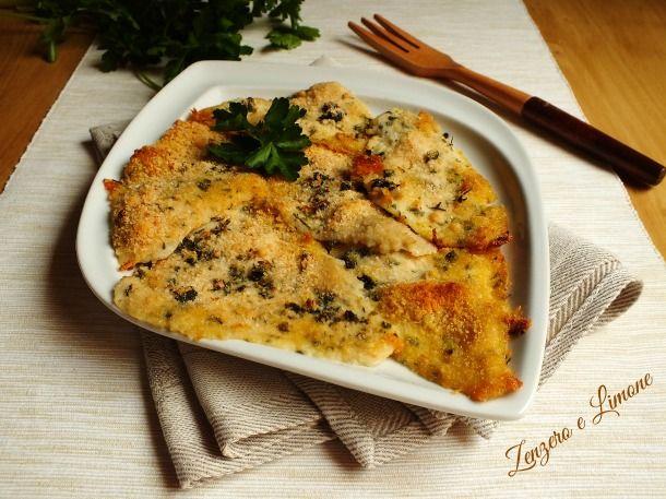 Questi filetti di platessa sono un secondo piatto reso molto appetitoso dalla croccante impanatura a base di erbe aromatiche e pangrattato.