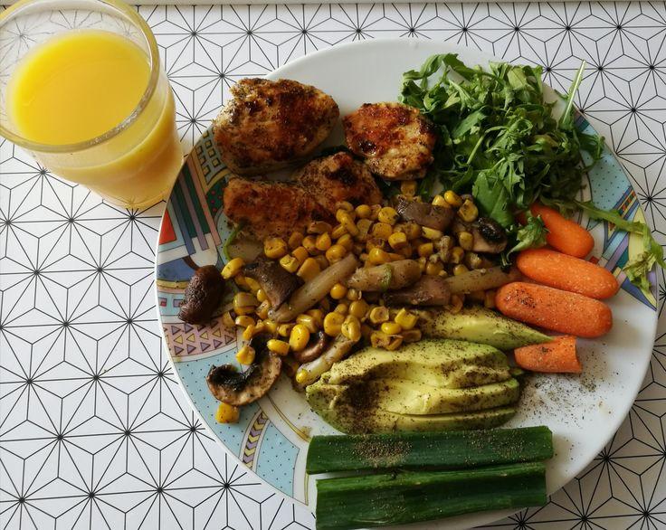 Ebédre csirkemell és zöldségek.