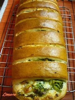 Limara péksége: Brokkolis-sajtos töltött kenyér