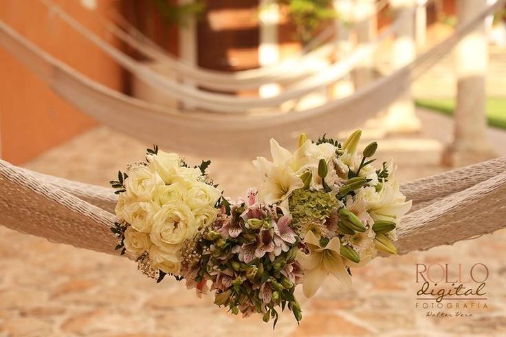 #hacienda #chichisuarez #hamaca #yucatan #merida #destinationwedding #flores #Hammack #wedding #decor #idea #DYI #boda #flowers