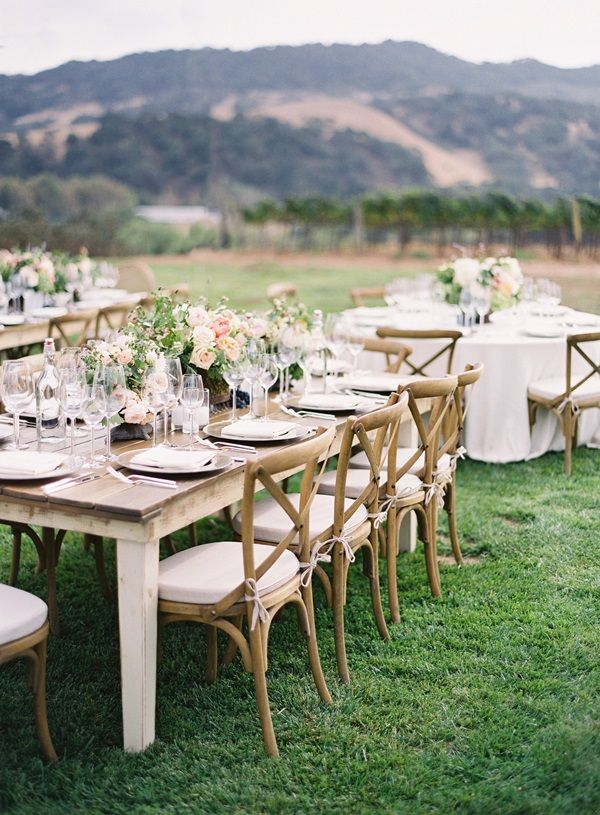 mixing square and round tables...in a vineyard.  #CupcakeDreamWedding