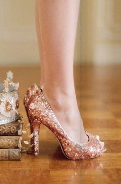 Love these sparkly gold shoes! #wedding #shoes #gold #sparkly #inspiration #glam #glitter