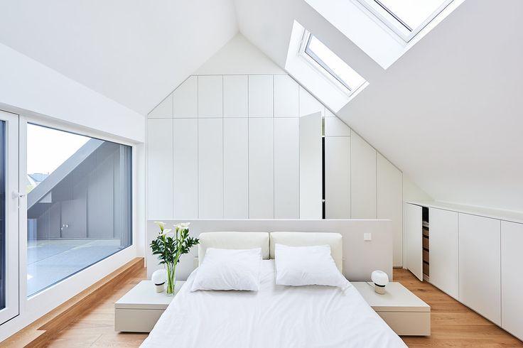 Aménagement Chambre à coucher sur mesure dans les combles sous pente (mansardé) slaapkamer op maat onder schuin dak  Bedroom design