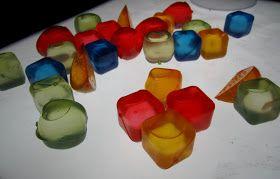 Action heeft doorzichtige plastic ijsblokjes, ook leuk voor op de lichttafel!