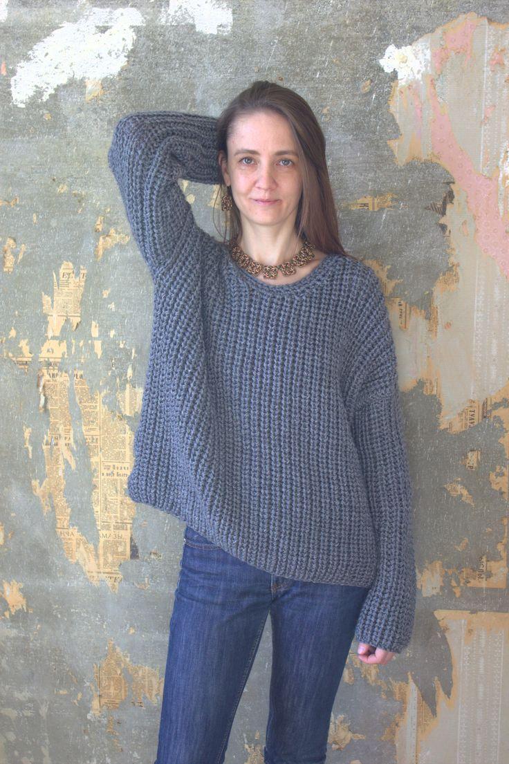 обьемный серый свитер. шерсть/акрил. ручное вязание,спицы.