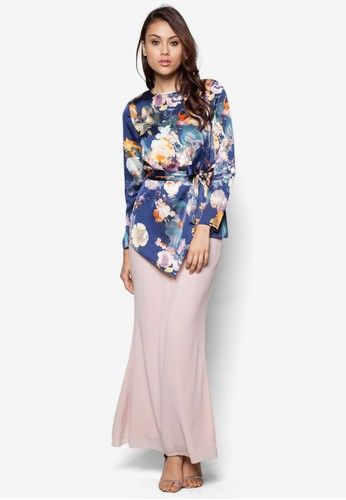 Sweet Romance Baju Kurung Moden from Zolace in Pink and Blue This item is sold and fulfilled by ZolaceMade to command attention and awe, Zolace goes for a modern take on the traditional muslimah wear this season. The Sweet Romance Baju Kurung is all about the modern glamour yet keeping it modest, featu... #bajukurung #bajukurungmoden
