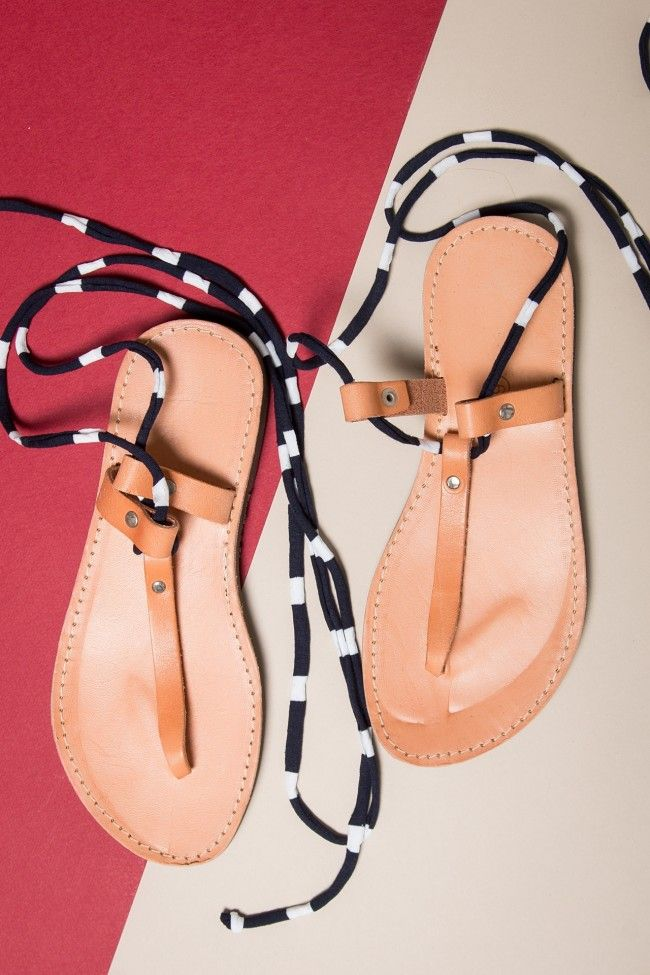 My Cute Navy Leather Sandals Δερμάτινα χειροποίητα σανδάλια με κορδόνι που δένει περιμετρικά στο πόδι.