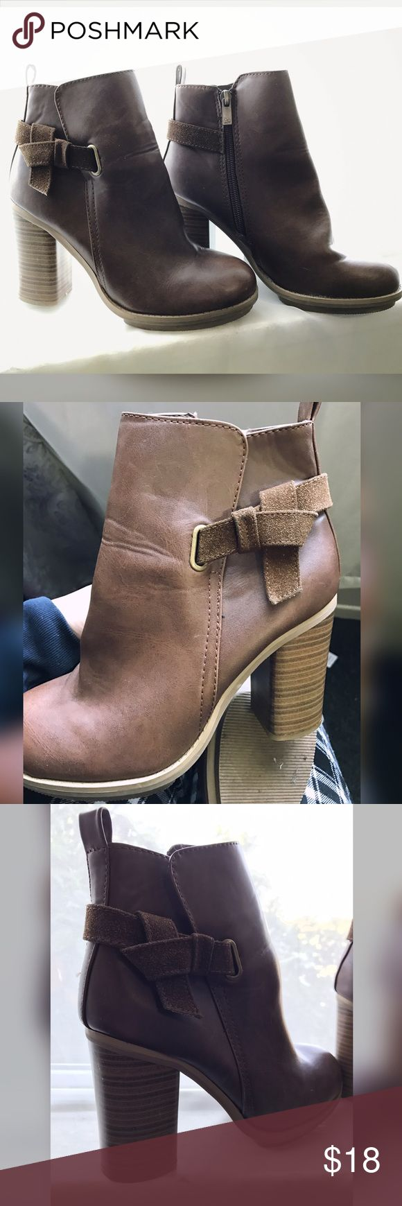 """💐Cute Ankle Boots Gently Worn.  Color: Brown Size: 7.5  Heel Size: 3.5 """" Zipper on sides for easy fit.   Cute little bow in dark brown.  The brand is from Target.  Worn a couple of times. In great shape, still have a lot of life to give.    🌸Not interested in Trading.  🌸I will accept Most Reasonable Offers.  🌸Ship Same day, or Next.  🌸Smoke Free Home.  🌸Pet Free Home.  🌸Most items are New with Tags. Used items are in Great condition.  🌸If you have any questions please message me…"""
