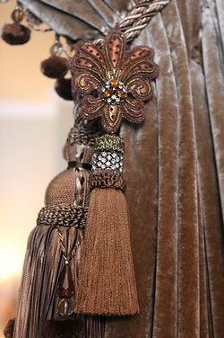 #Brown #Tassels #Drapery....I ABSOLUTELY LOOOOVE THESE TIEBACKS,THEYRE STUNNING. THEYD GO PERFECT IN MY LIVEINGROOM AND DININGROOM....CHERIE