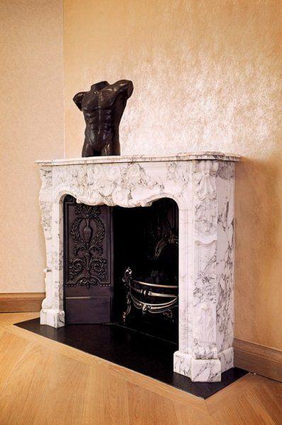 Marble fireplace http://szarazepiteszetidesign.cafeblog.hu/2014/09/27/egy-luxus-kastelyi-stilus-angliaban/