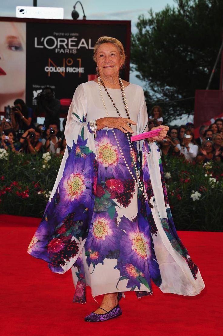 The Best Fashion Ideas For Women Over 60 - Fashion Trends Over 60 Fashion, 40s Fashion, Over 50 Womens Fashion, Abaya Fashion, Fashion Dresses, Fashion Trends, Reina Noor, Fashion Colours, Purple Fashion