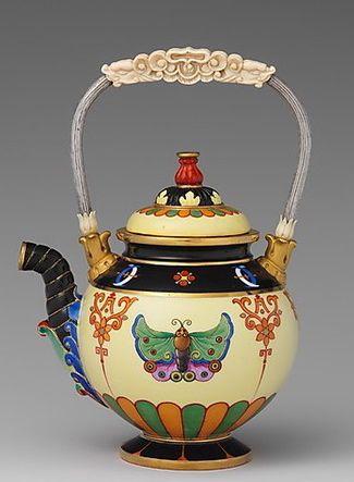 Φ French chinoiserie Butterfly Teapot by Sèvres manufactory, an individual object rather than as part of a service, can be found at The Metropolitan Museum of Art. Φ