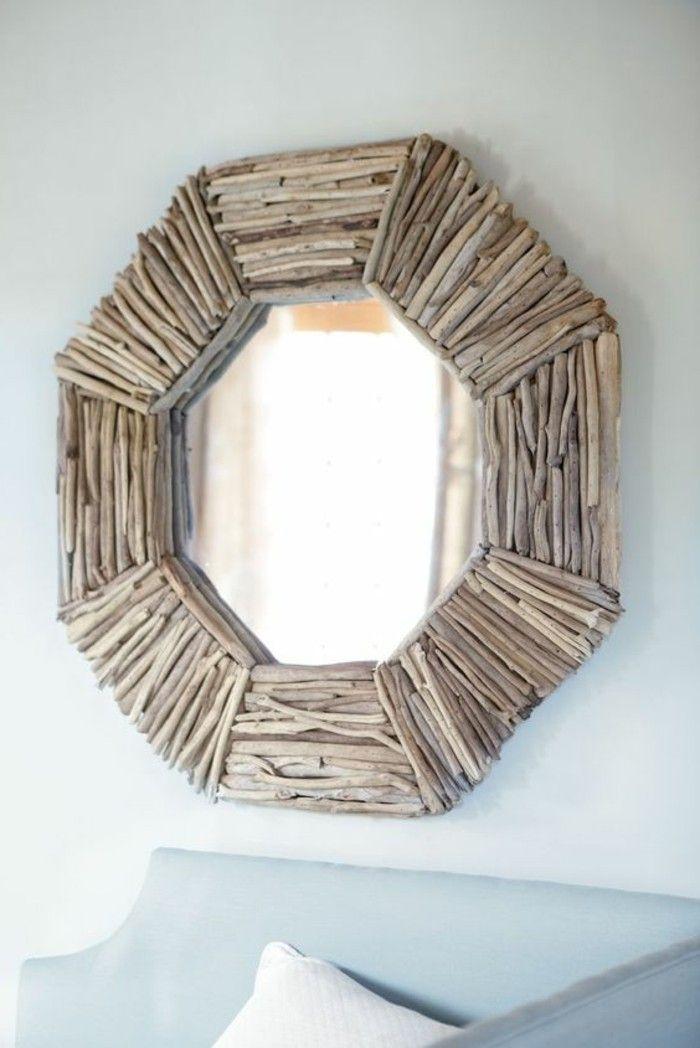 treibholz deko spiegel mit holz dekorieren sofa weisse kisse spiegelrahmen
