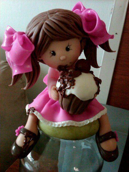 Boneca com cupcake