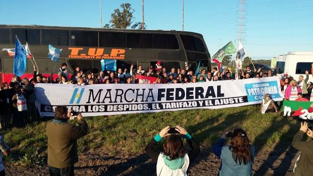"""AVANZA LA #MARCHAFEDERAL: DESDE LA PATAGONIA Y LA COSTA HACIA PLAZA DE MAYO    #MarchaFederal contra los despidos los tarifazos y el ajuste. Necochea se sumó a la convocatoria y va rumbo a Plaza de Mayo con la columna que viene del Sur desde la Patagonia. La columna salió ya hace horas desde Comodoro Rivadavia está pasando por toda la Costa Atlántica y se dirige hacia Buenos Aires.La Marcha Federal aglutina a sectores sociales políticos productivos las dos CTA y a sectores de la CGT. """"Esta…"""