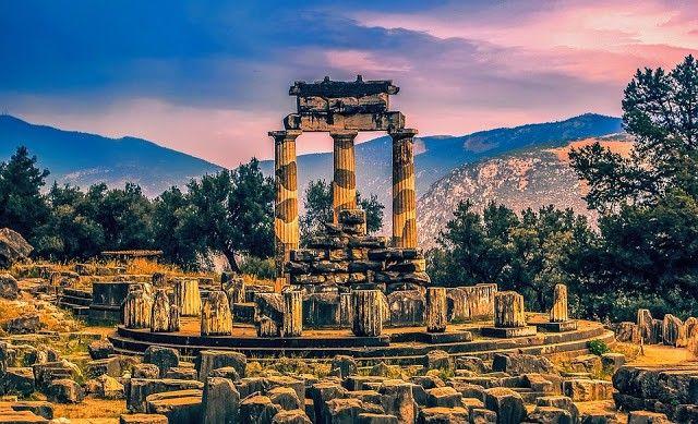 Temple of Apollon, Delphi, Greece