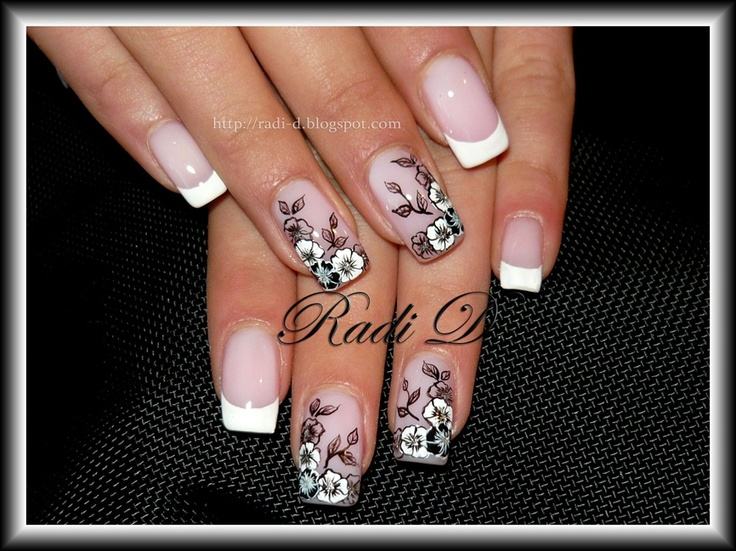 Flowers in black and white - Nail Art Gallery