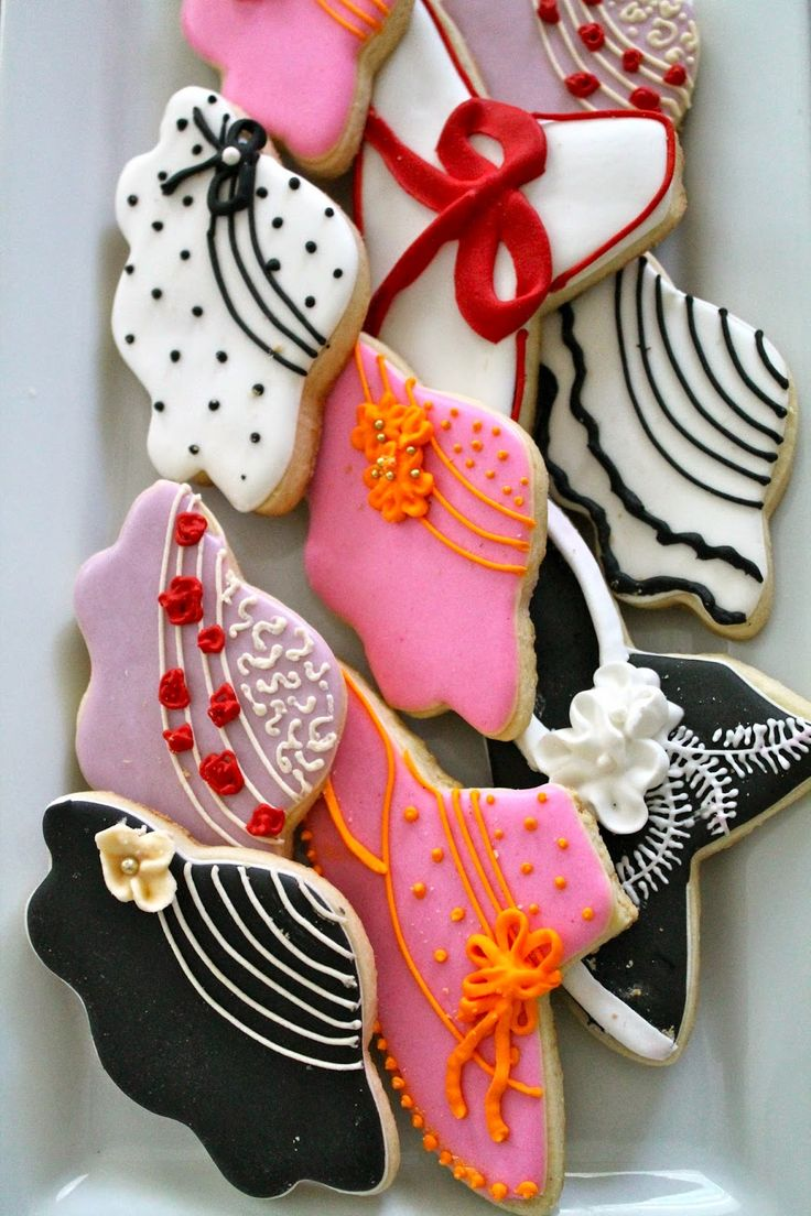 Time to choose a hat to wear at the Kentucky Derby-Kentucky Derby Decorated Cookies-Galletas del Derby de Kentucky