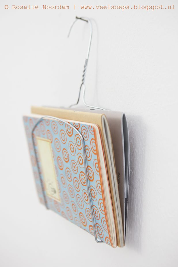 DIY paper storage from a clothing hanger © Rosalie Noordam