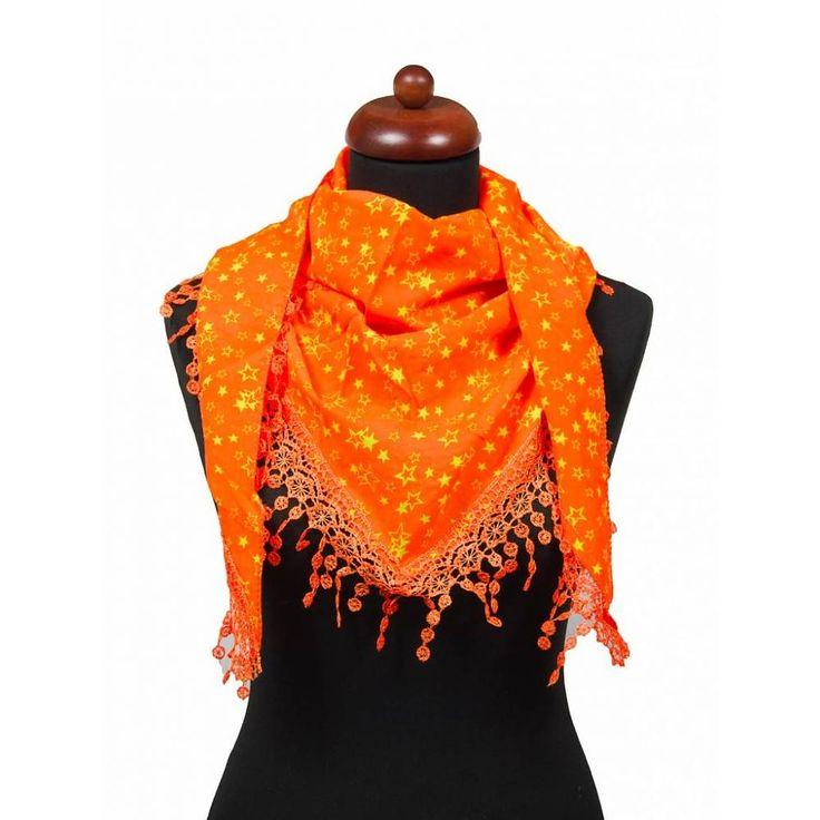 Hippe driehoek sjaal neon oranje met sierlijke franjes. Met deze trendy sjaal ben je helemaal klaar voor de zomer. Een echte musthave bij elke outfit.   Materiaal: 100% Polyester  Afmeting: 150 x 45 cm
