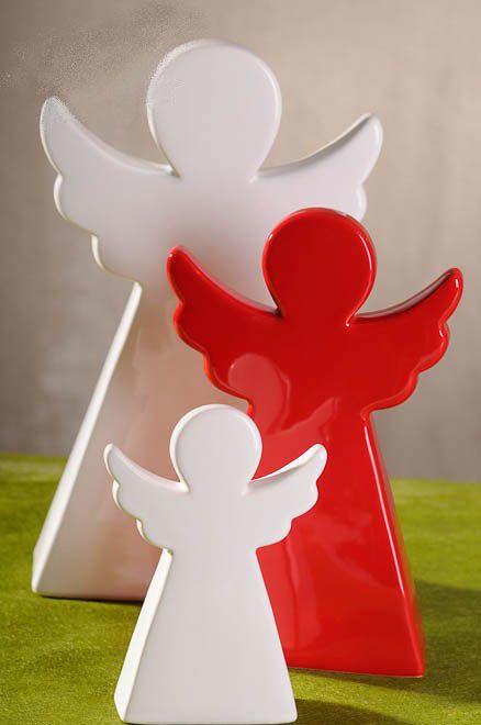 Kouzelná postavička anděla z glazované keramiky ozdobí svátečně prostřený stůl, komodu i okenní parapet. Rozměry andělíčka jsou 13 x 3 x 7 cm, cena 159 Kč; LA ALMARA