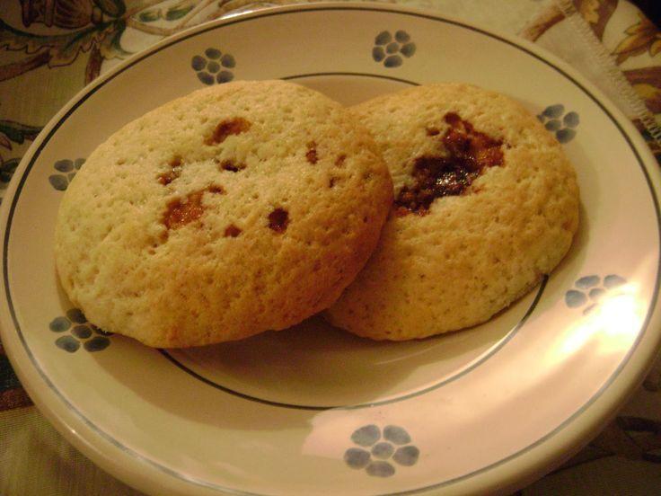 Questi biscotti sono una vera delizia, leggeri e soprattutto si preparano senza uova. Ottimi per accompagnare una tisana pomeridiana o un thè, ma devo dire