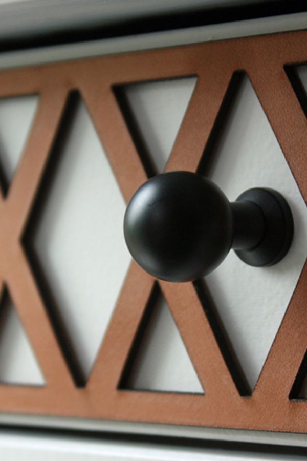 Beautiful leather decor for Hemnes bedside table. Apply it with glue and your bedside table looks smashing!