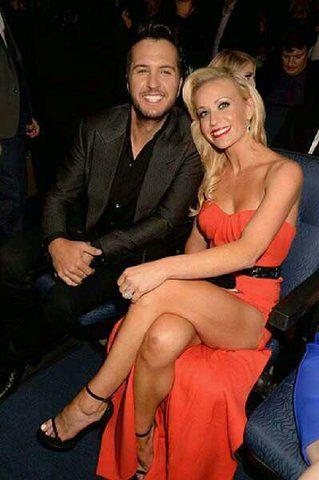 Luke Bryan | Hot, sexy couple, Caroline showing a lot of  leg, just gorgeous!