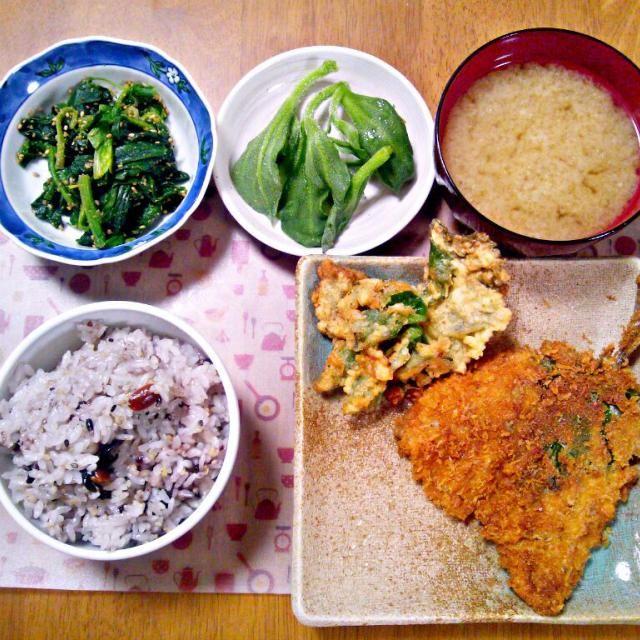 余ったフライ液で大葉とアイスプラント揚げてみたけどやっぱりと言うべきか天ぷら液の方が良さそう~ - 13件のもぐもぐ - 2月28日 アジフライ 大葉、アイスプラントフライ アイスプラント ほうれん草の胡麻和え お味噌汁 by sakuraimoko