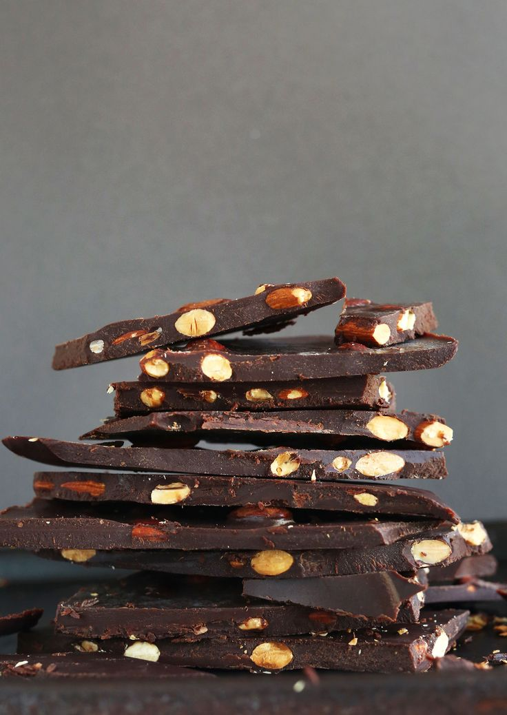 7 INGREDIENT DIY Dark Chocolate Bars with Almonds! #naturallysweetened #chocolate