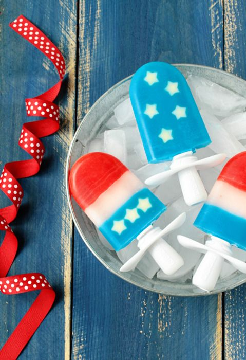 Red, White, & Blue Quick Pops How-To ~ These American flag inspired Quick Pops are not only festive, but they are also incredibly simple.