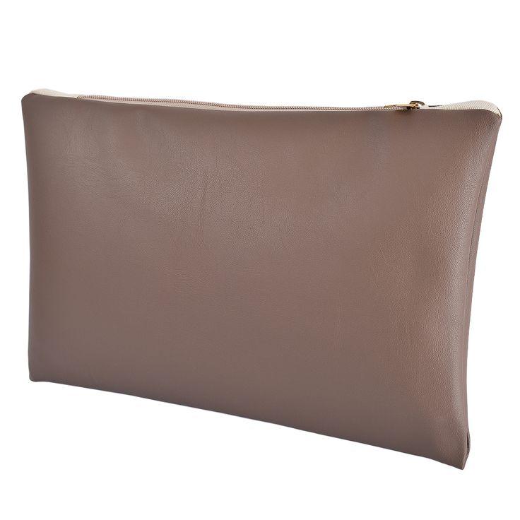 Dove Grey è una pochette in ecopelle di altissima qualità in colore tortora con interni in cotone. Acquista online i prodotti di Land and Sea su STORE.GRIFFALIA.COM | #bag #pochette #Cotton #Leather #madeinitaly #style #griffalia #fashion #eccellenzeitaliane
