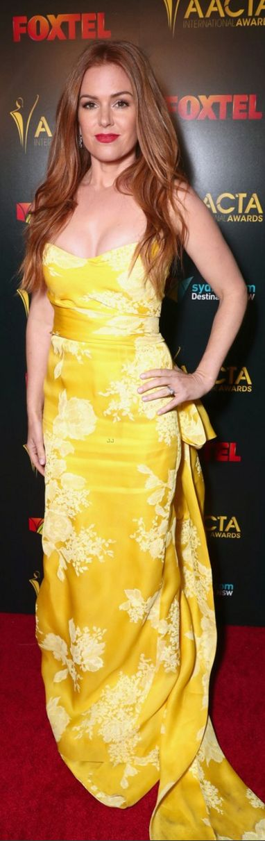 Who made  Isla Fisher's yellow strapless gown and jewelry?