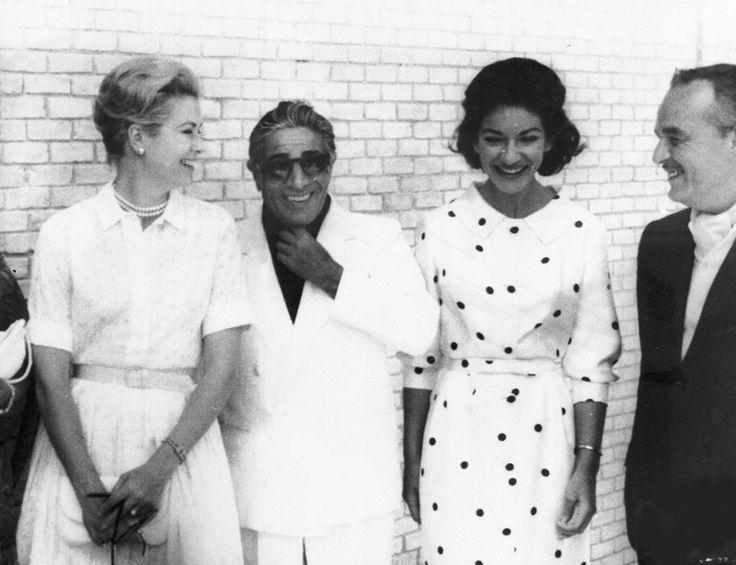 1961     El verano de 1961, se reunieron en Mallorca, los Príncipes Rainiero y Grace de Mónaco con Aristóteles Onassis y María Callas. Por supuesto Grace perfecta como siempre.
