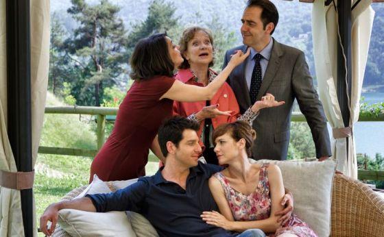 """Fiction: """"Una villa per due"""" 2013: Donatella Finocchiaro, Giuliana Lojodice, Neri Marcorè, Giampaolo Morelli, Camilla Filippi"""