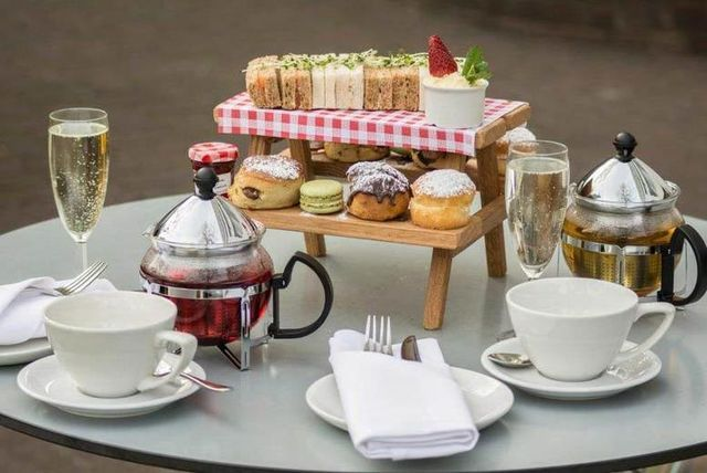 4* Afternoon Tea for 2 & Bottle of Prosecco @ Hilton Hyde Park