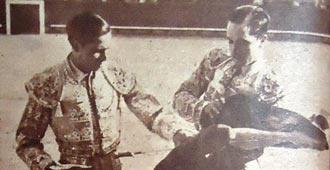 REPORTAJE Se la dio Julio Aparicio en Castellón  60 Años de la alternativa de Antonio Chenel 'Antoñete' - Mundotoro.com #toros #taurinos #Antoñete #reportaje