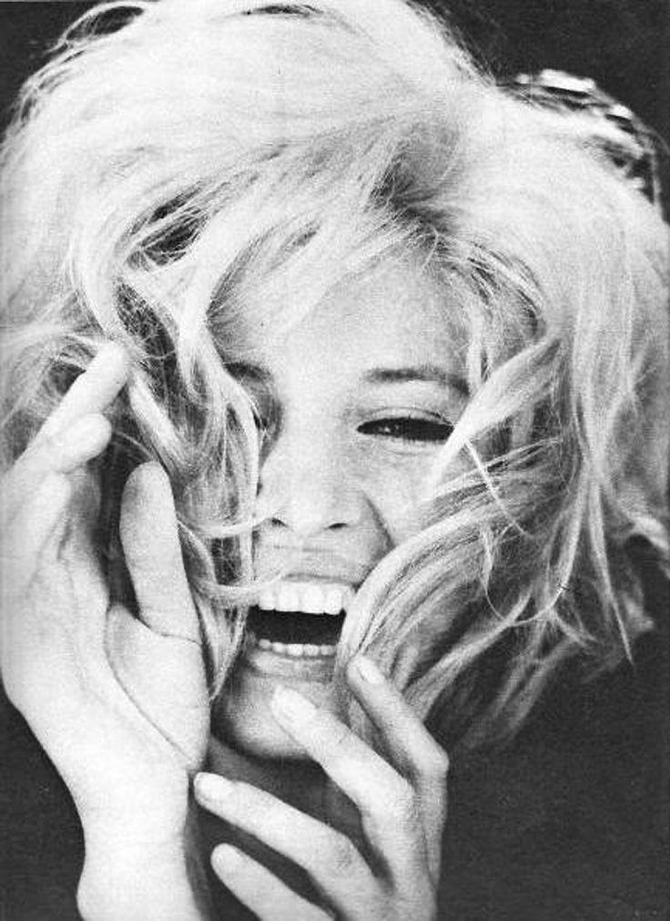 Love is in the Hair - Monica Vitti