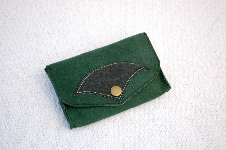 Green Tribe - Blague à tabac en daim vert et cuir noir, pochette à tabac en cuir, recyclage de matière de la boutique DLFine sur Etsy